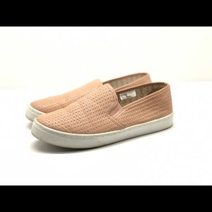 Maurices pink slip on loafer style shoe size 7.5